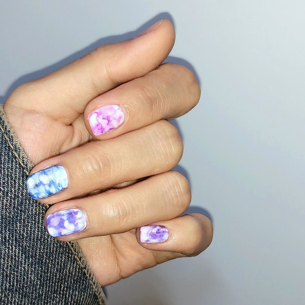 Marbling your nails